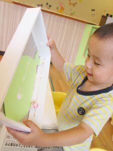 保育園 ちびっこランド七里園創作活動中の園児写真