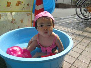 ちびっこらんど七里園 保育園 プール遊び写真