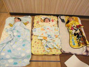 ちびっこらんど七里園 保育園 寝ている園児写真