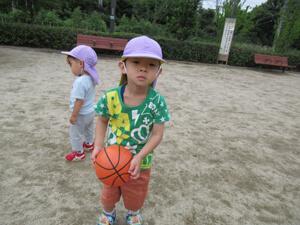 ちびっこらんど七里園 保育園  こども公園ボール遊び写真